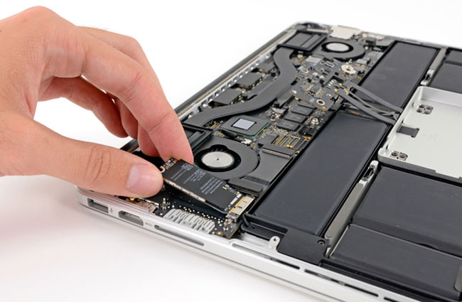 MacBook Pro 13 Retina Display Teardown 1